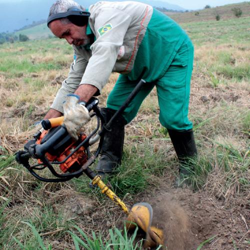 servicos-reflorestamento-abertura-covas-plantio